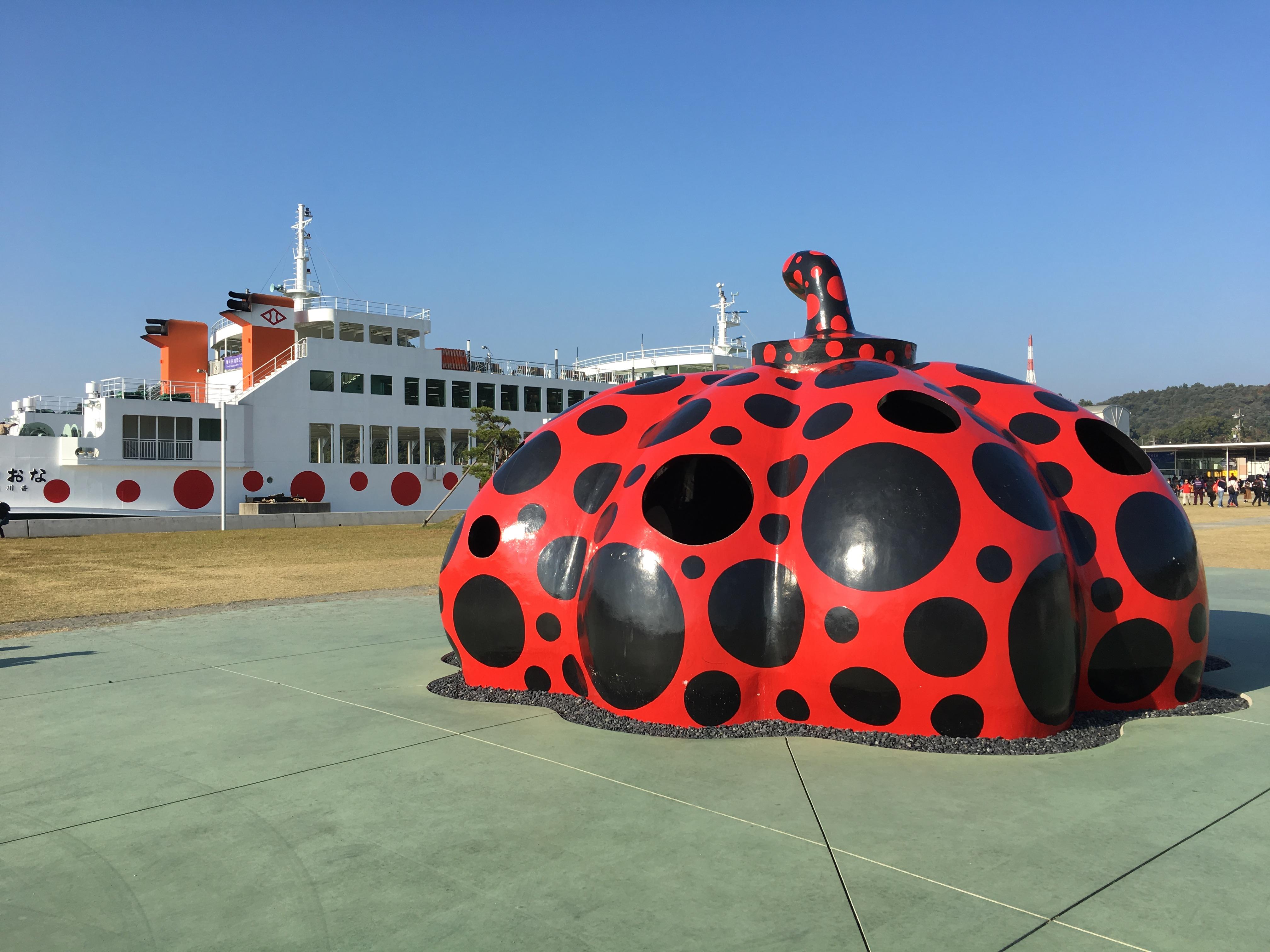 Red Pumpkin op Naoshima in Japan