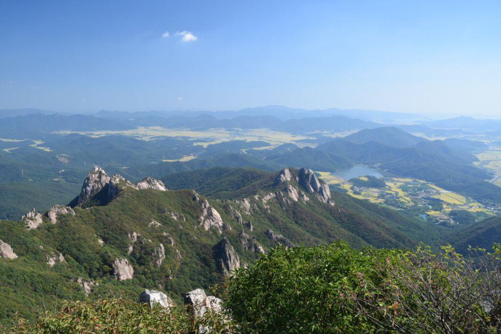 De bergkam tussen Cheonhwangbong en Gujeongbong
