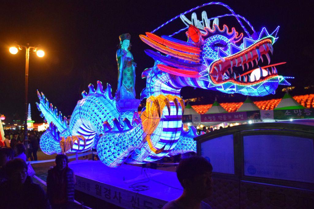 Grote draak op het Jinju Lantern Festival.